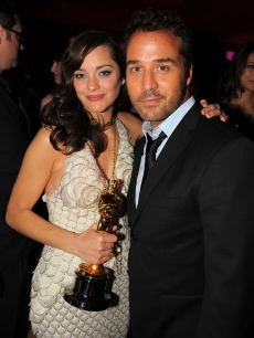 Best Actress winner Marion Cotillard with Jeremy Piven at Elton John's Oscar party