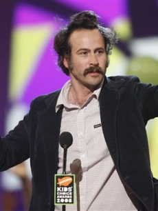 Jason Lee wins for favorite movie for 'Alvin and the Chipmunks'