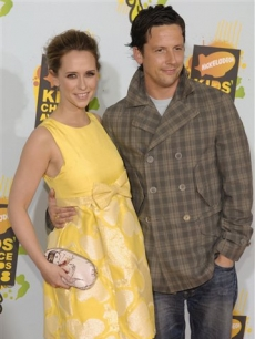 Jennifer Love Hewitt and Ross McCall at the Kids' Choice Awards