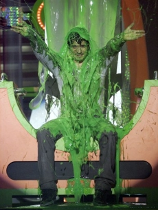 Orlando Bloom drenched in slime at the 21st Annual Kids&#039; Choice Awards
