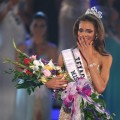 Miss Texas, Crystle Stewart, is crowned the new Miss USA during the 2008 Miss USA Pageant