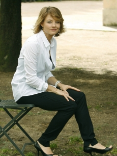 Jodie Foster promotes &#8216;Nim&#8217;s Island&#8217; and poses for pics in Rome