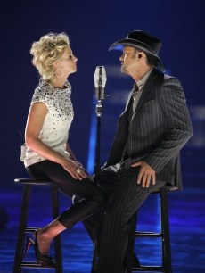 Faith Hill and Tim McGraw do their duet &#8216;I Need You&#8217; at the awards