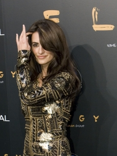 Penelope Cruz poses for the media at the world premiere of 'Elegy' in Madrid
