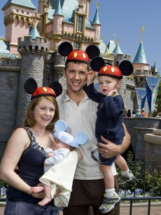 Melissa Joan Hart celebrates her 32nd birthday at Disneyland