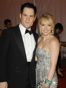 Actress Hilary Duff and her boyfriend Mike Comrie