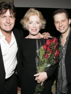 Charlie Sheen, Holland Taylor and Jon Cryer pose at a &#8220;TV Moms&#8221; tribute