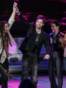 Jason Castro leaves 'Idol' cheered on by Syesha Mercado, David Cook and David Archuleta