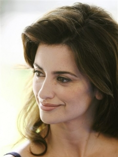 Penelope Cruz at the start of shooting Pedro Almodovar's new film 'Los Abrazos Rotos'