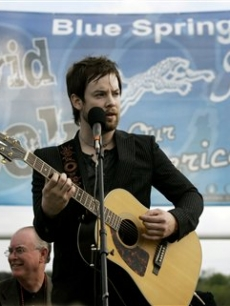David Cook sings at Blue Springs South High School, May 9, 2008