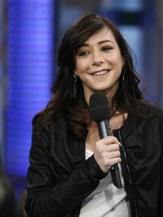 Alyson Hannigan shows off her dark locks on 'TRL,' May 14, 2008