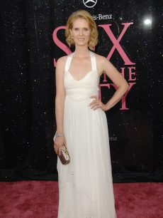 Cynthia Nixon in a white Narciso Rodriguez gown and Fred Leighton jewels