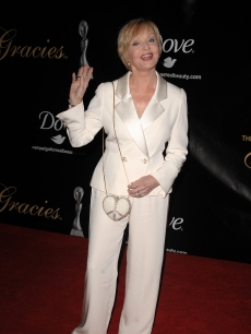 Florence Henderson waves to the cameras at the Gracies