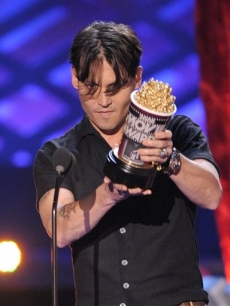 Johnny Depp accepts Best Comedic Performance at the MTV Movie Awards