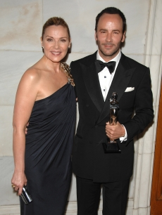 Kim Cattrall (in Monique Lhuillier) with menswear designer of the year Tom Ford