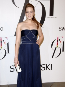Mandy Moore at the CFDAs in a navy Abaete gown