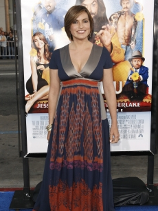 Mariska Hargitay attends the premiere of 'The Love Guru'
