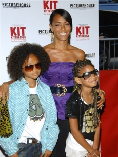 Jada Pinkett Smith poses with Jayden and Willow Smith, NYC, June 19, 2008 