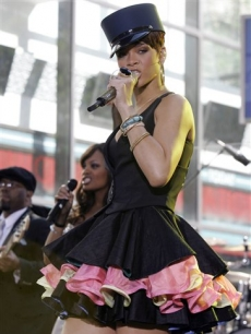 Rihanna performs on the NBC&#8217;s &#8216;Today&#8217; show 
