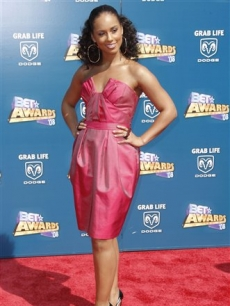Alicia Keys poses on the BET red carpet, June 24, 2008