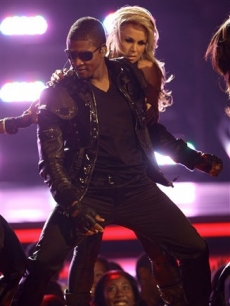 Usher performs with his backup dancers at the BET Awards, 2008