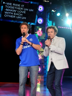 Will Ferrell and John C. Reilly sing karakoke to promote 'Step Brothers' on 'TRL'