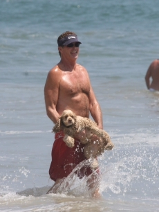 David Hasselhoff tries to show his dog how to bodysurf in Malibu