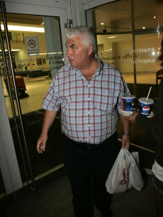 Amy Winehouse's dad, Mitch, arrives to the London hospital she checked in to