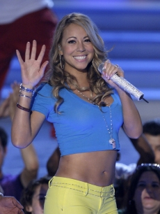 Mariah Carey performs at the Teen Choice Awards