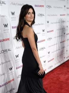 Penelope Cruz arrives for the premiere of Woody Allen's new film 'Vicky Cristina Barcelona'