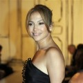 Jennifer Lopez arrives for the the spring 2009 collection of Oscar de la Renta during Fashion Week in New York