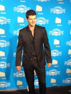 Robin Thicke poses at the House of Hype party in LA before performing