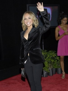 Hayden Panettiere waves to fans at the 'Heroes: Countdown to the Premiere' event in Los Angeles
