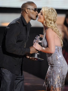Jamie Foxx presents Britney Spears with the best video of the year for 'Piece of Me' at the VMAs
