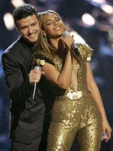 Justin Timberlake cradles Beyonce on stage at Fashion Rocks in NYC