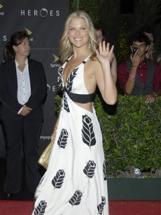 Ali Larter waves to the crowd