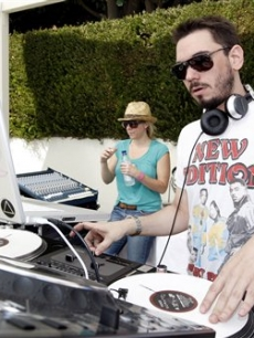 DJ AM performs in Malibu, July 27, 2008