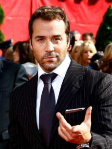 Jeremy Piven arrives at the 60th Primetime Emmy Awards