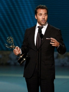 Jeremy Piven accepts the Emmy for Best Supporting Actor, Comedy Series for 'Entourage'