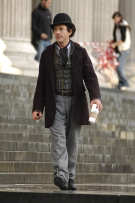 Robert Downey Jr. on location at St Paul&#8217;s Cathedral for &#8216;Sherlock Holmes,&#8217; London 