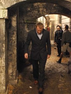 Guy Ritchie walks on location of his new film 'Sherlock Holmes,' Oct. 16, 2008