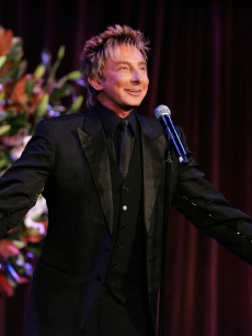 Barry Manilow performs at an AmfAR NY Gala, Jan. 31, 2008 