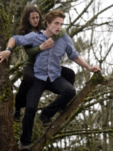 Edward (Robert Pattinson) carries Bella (Kristen Stewart) in 'Twilight'