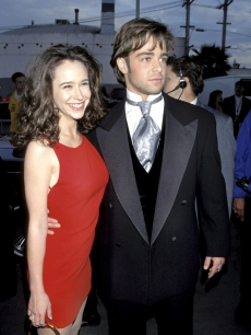 Jennifer Love Hewitt and Joey Lawrence hit the red carpet in 1996 at the AMAs