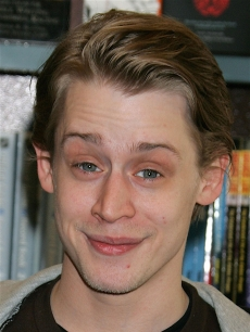 Macaulay Culkin signs copies of &#8216;Junior,&#8217; 2006 