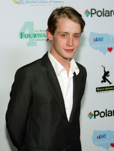 Macaulay Culkin at a UBid.com launch auction, 2005 