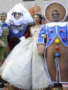 Meredith Vieira as Pinocchio, Matt Lauer as Humpty Dumpty, Ann Curry as Cinderella and Al as The Gingerbread Man