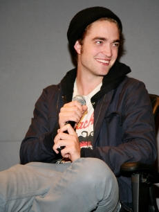 Robert Pattinson promotes &#8216;Twilight&#8217; at the Apple Store in Soho in NYC
