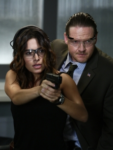 Dani Reese (Sarah Shahi) and Captain Tidwell (Donal Logue) from &#8220;Life&#8221;