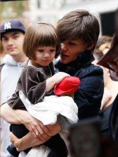 Suri Cruise and Katie Holmes cuddle as they step out in NYC, Nov. 7, 2008